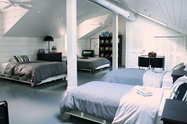 postel z palet na kolečkách