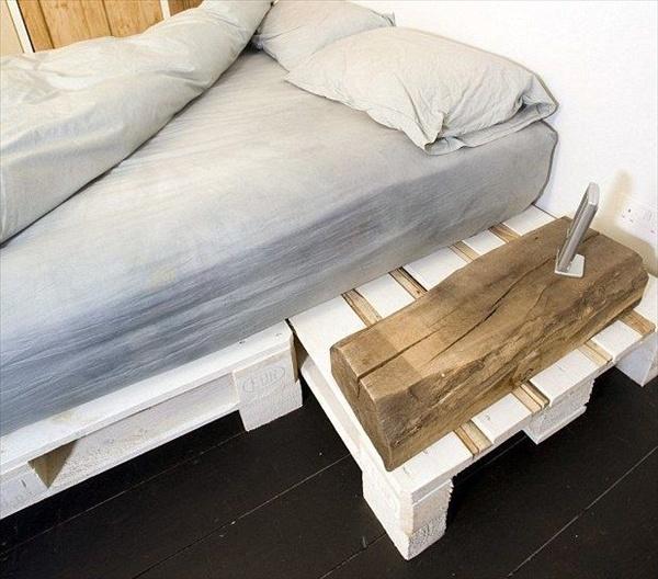 paletová postel s odkládacím prostorem