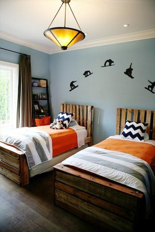 postele z palet do dětského pokoje